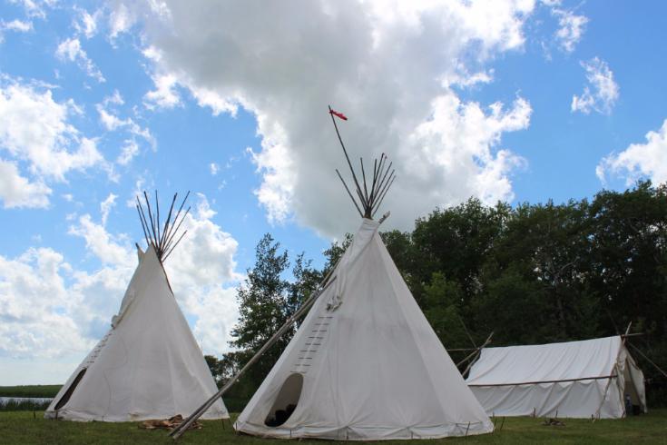 w-07-bohr-hist-3573-tipis-at-campsite