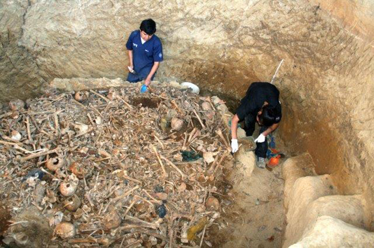 "Volunteers in Guatemala work to extract the remains of the ""disappeared"", who were dumped in mass graves. CMHR photo."