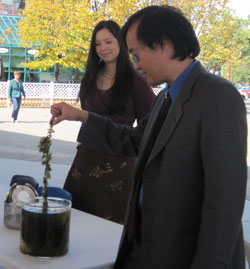 (photo: Dr. Charles Wong and his colleague demonstrates the concept behind the project at the Forks on Sept 13, 2010)