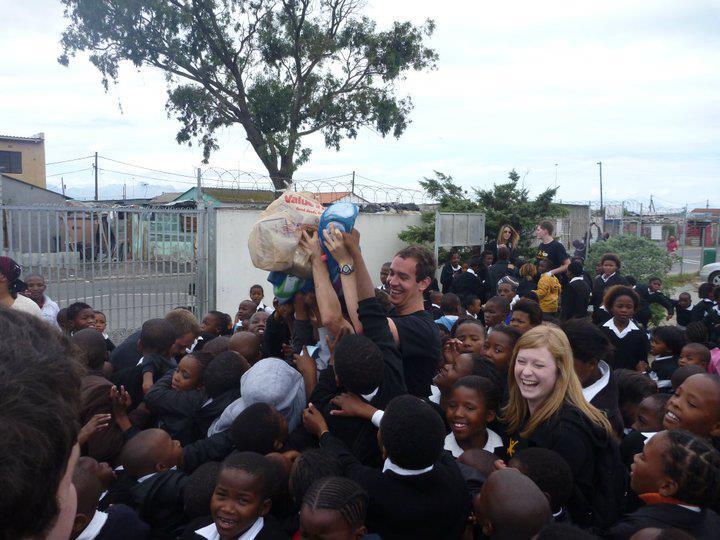Golden Future volunteers distribute supplies to Khayelitsha students