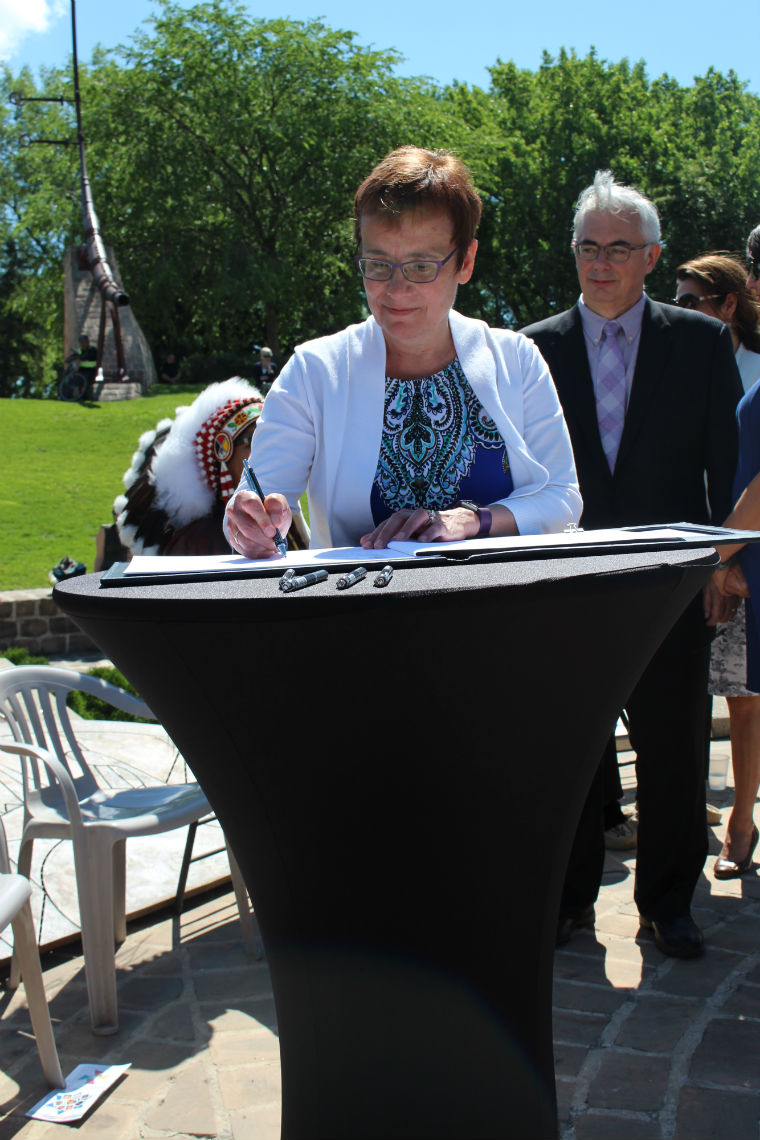 D.r Annette Trimbee, President and Vice-Chancellor, signs Winnipeg Indigenous Accord - staff photo