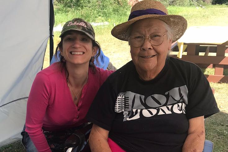 Tonya Gray with Elder Stella Blackbird at ethobotany field school