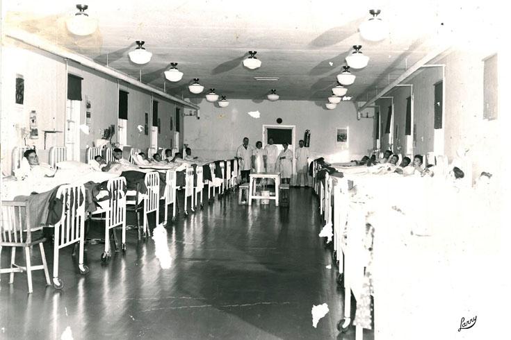 'Men's ward, unidentified patients and staff, unidentified Manitoba sanatarium